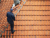 Roofer doing repair — Stock Photo