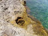 Rocky sea shore and beautiful clear sea — Stock Photo
