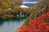 Two lakes and waterfalls in Plitvice — Stock Photo