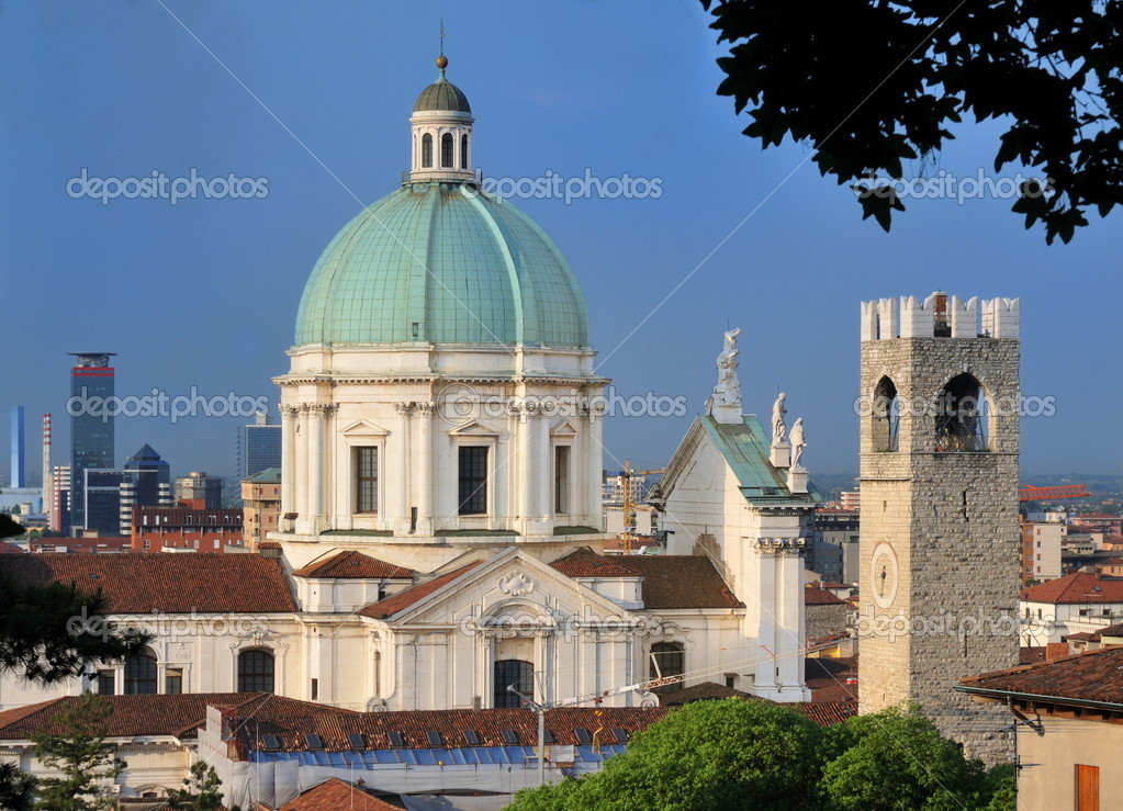 The dome of the Duomo Nuovo cathedral, the Broletto tower and business and industrial skyline on the background, in Brescia Italy — Stock Photo #2392782