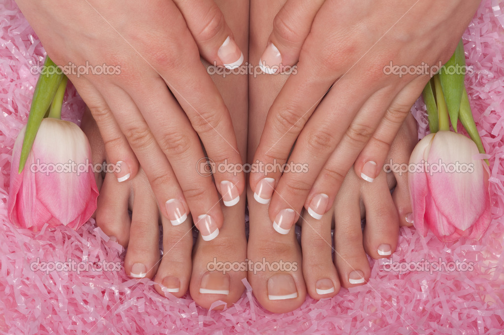 Pedicured feet, manicured hands and aromatic flowers in a spa — Stock Photo #2217387
