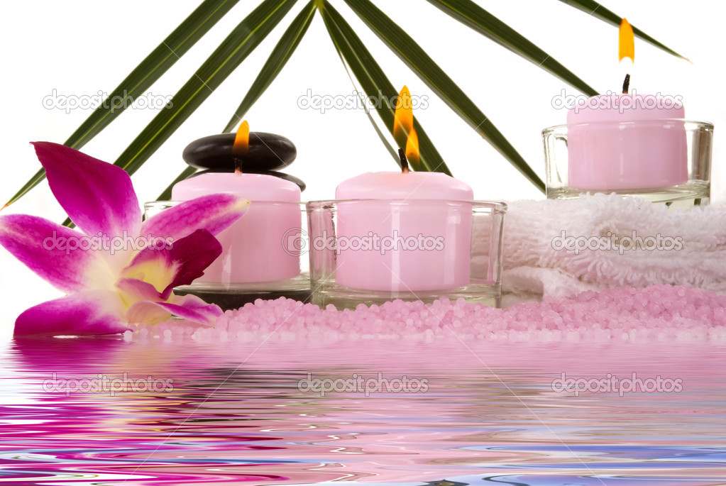 Orchids, towel, candles, pebbles and aromatic bath salt in a spa — Stok fotoğraf #2218770