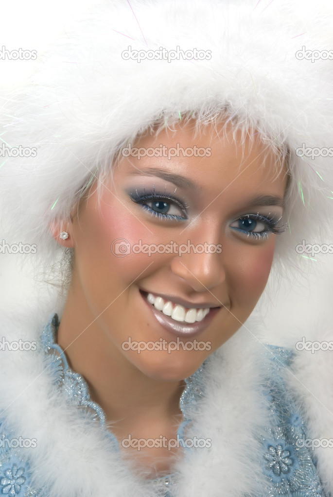 Beautiful girl with fake fur hat and a dramatic make up — Stock Photo #2300133