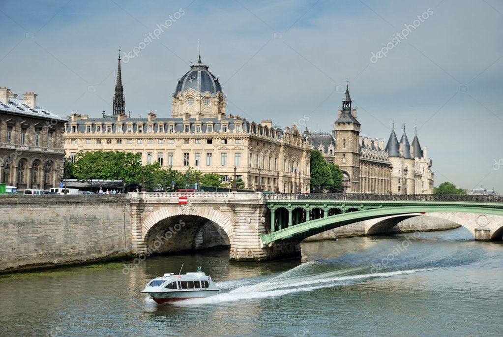 Pont Notre Dame across the River Seine. — Stock Photo #2298608