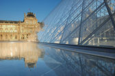 Entrance to the Louvre museum in Paris, France. — Stock Photo