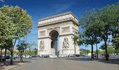 The Triumphal Arch (Arc de Triomphe) in Paris, France. — Stock Photo