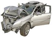 Um carro de passageiro acidentado em um fundo branco. — Foto Stock