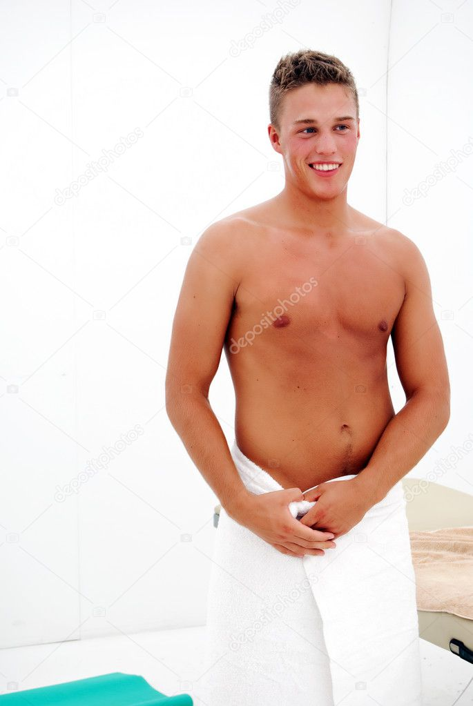 A young man looking happy after he has a luxurious spa treatment. — Stock Photo #2299490