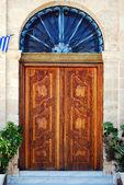 Ozdobné dřevěné dveře — Stock fotografie