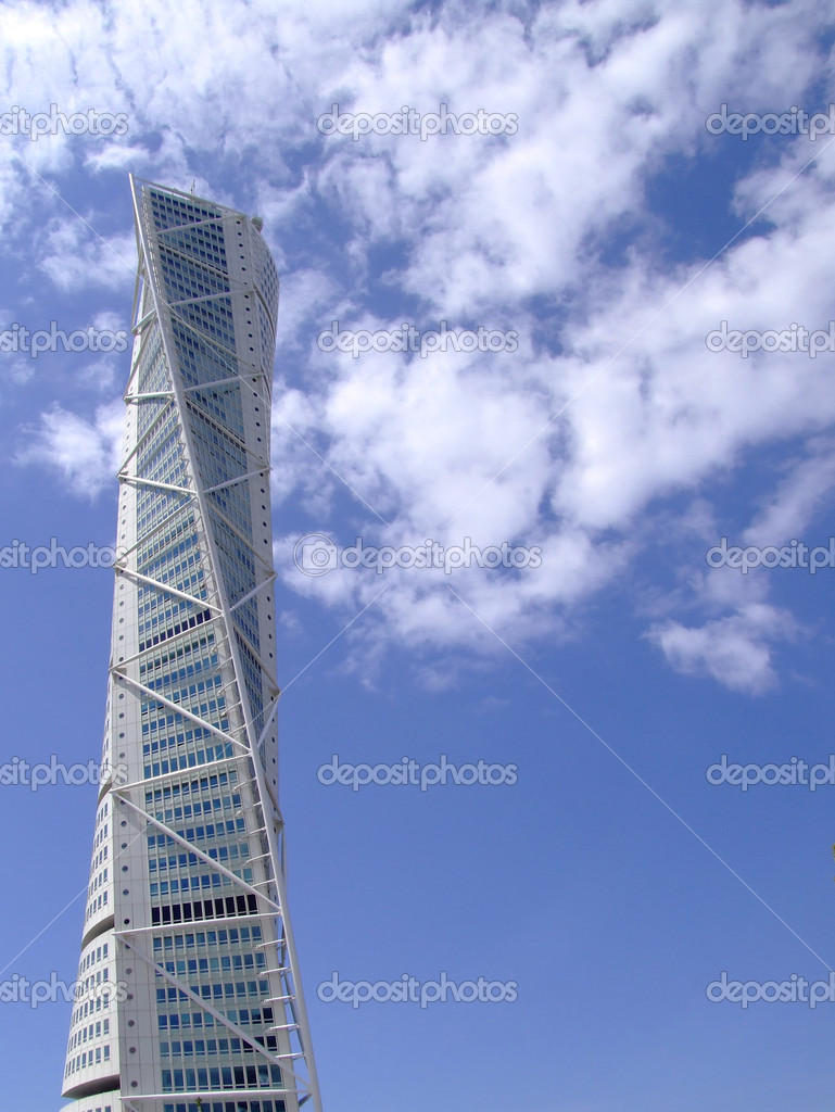 A view of the turning torso twisted tower block in malmo — Stock Photo #2303103