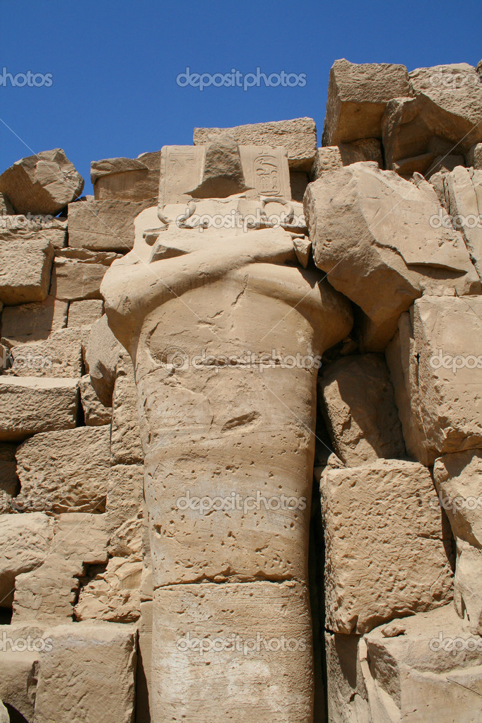 Headless statue of Pharaoh in the temple of Karnak in Luxor — Stock Photo #2528378