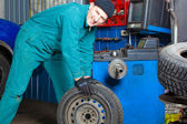 Mechanic in garage — Stock Photo