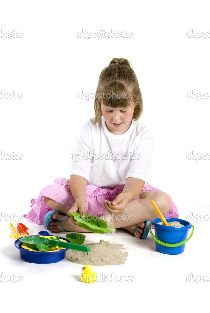 Little girl is playing with sand — Stock Photo #2303390