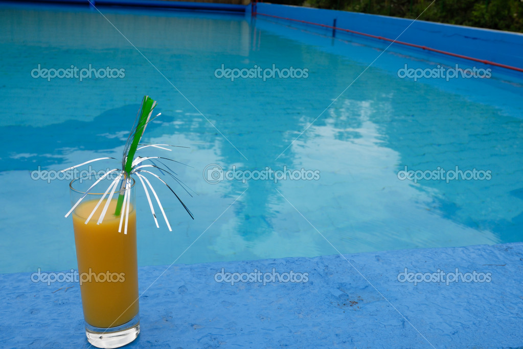 Cocktail with orange juice at the swimming pool — Stock Photo #2330130