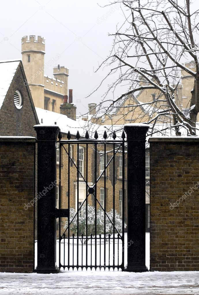 An entrance gate in the grounds of Lambeth Palace, London, England — Stock Photo #2225860
