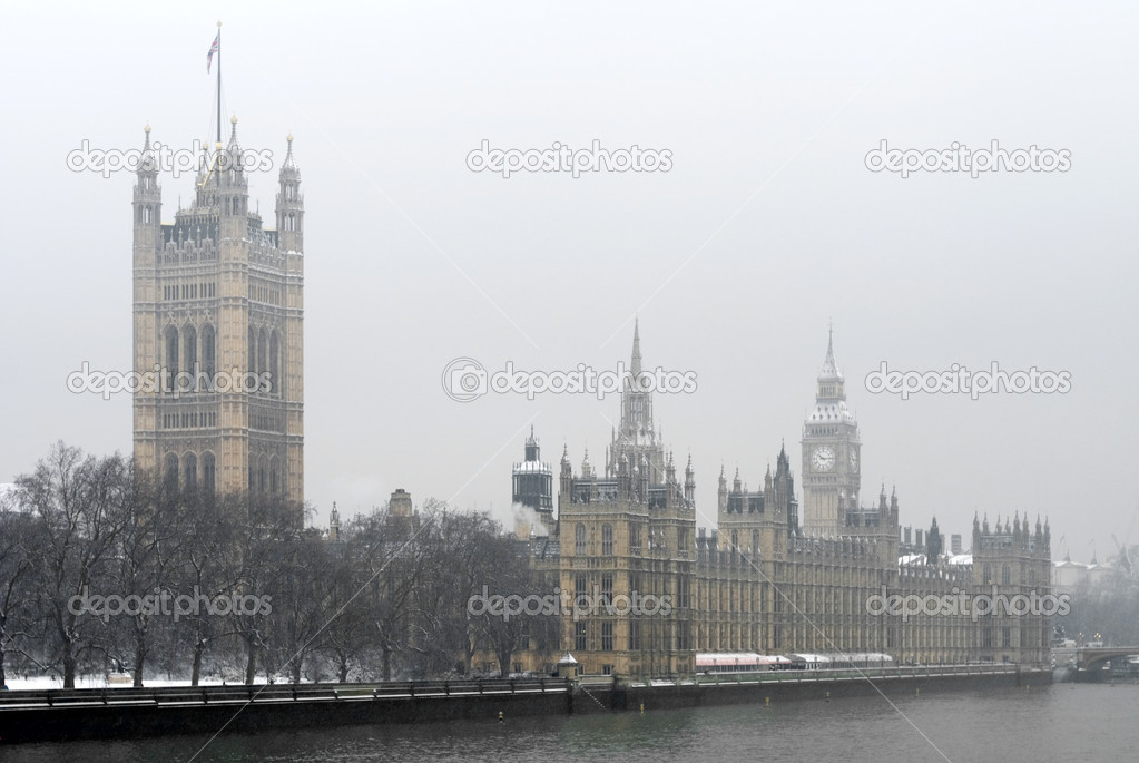 Houses  of Parliament Building and Big Ben, Westminster, London, England, on a cold, snowy, Winter's day. — Stock Photo #2229040
