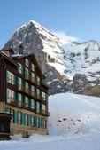 Hôtel à la neige — Photo