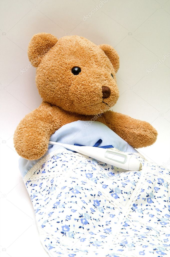 Teddy bear with a thermometer in bed — Stock Photo #2226652
