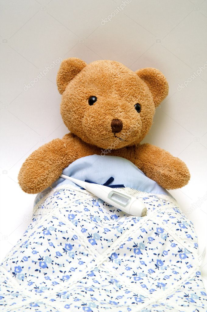 Teddy bear with a thermometer in bed — Stock Photo #2226666