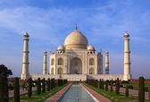 Taj Mahal mausoleum in Agra — Stock Photo