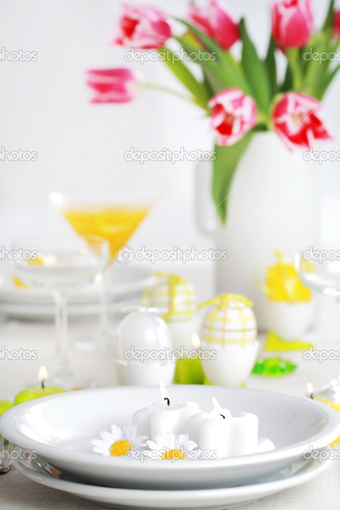 Place seeting for Easter in fresh colors — Stock Photo #2227789