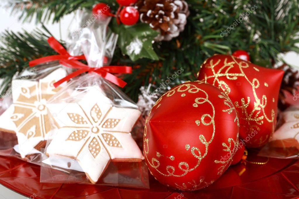 Christmas decoration with small gingerbread and red balls — Stock Photo #2229247