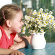 Little girl with chamomile - Stok fotoğraf