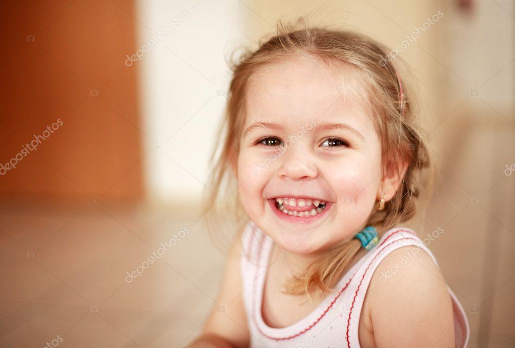 可爱的微笑女孩 — 图库照片08brebca#2231277