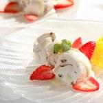delicioso sorvete com frutas — Fotografia Stock  #2274723
