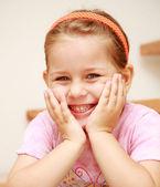 Linda garota sorridente — Foto Stock