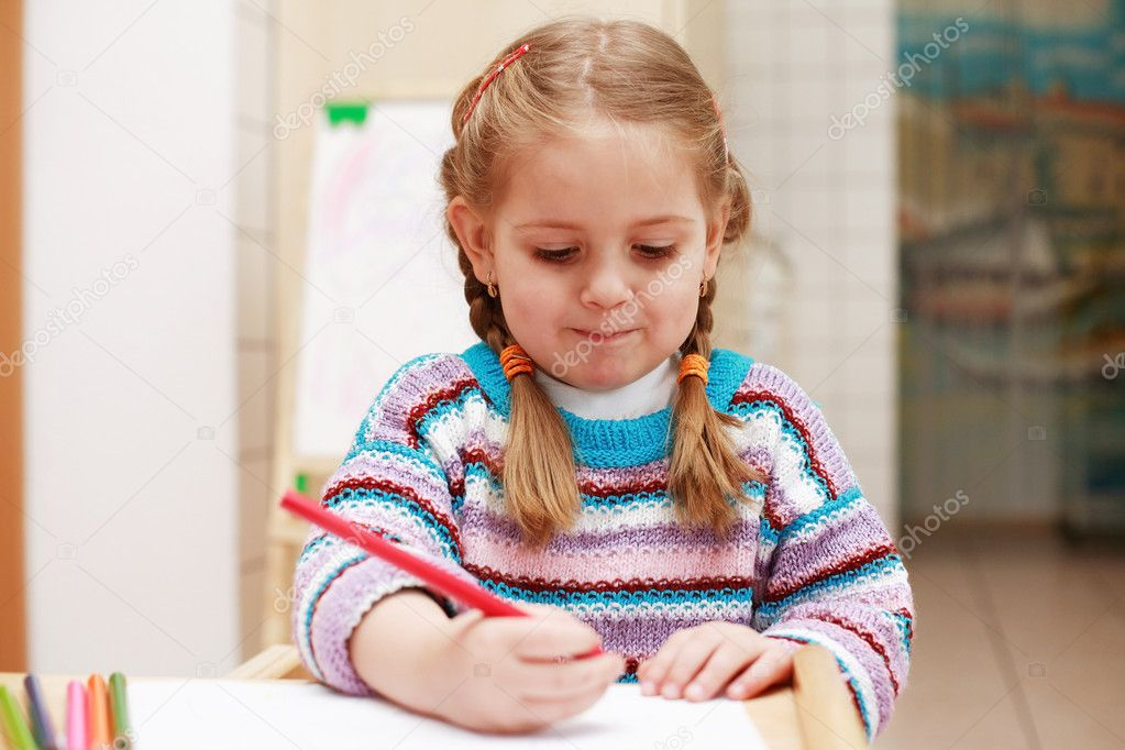 Cute little girl painting at home — Stock Photo #2284725