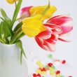 Tulips in vase — Stockfoto