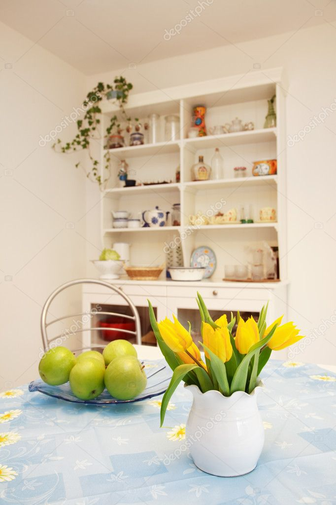 Dining room in family house — Stock Photo #2333420
