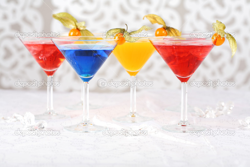 Delicious cocktails garnished with fruits — Stock Photo #2434145