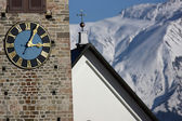 Detail view of a clock on a church tower — Fotografia Stock