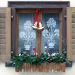 Window with christmas decoration — Stock fotografie