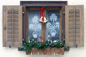 Window with christmas decoration — Stok fotoğraf