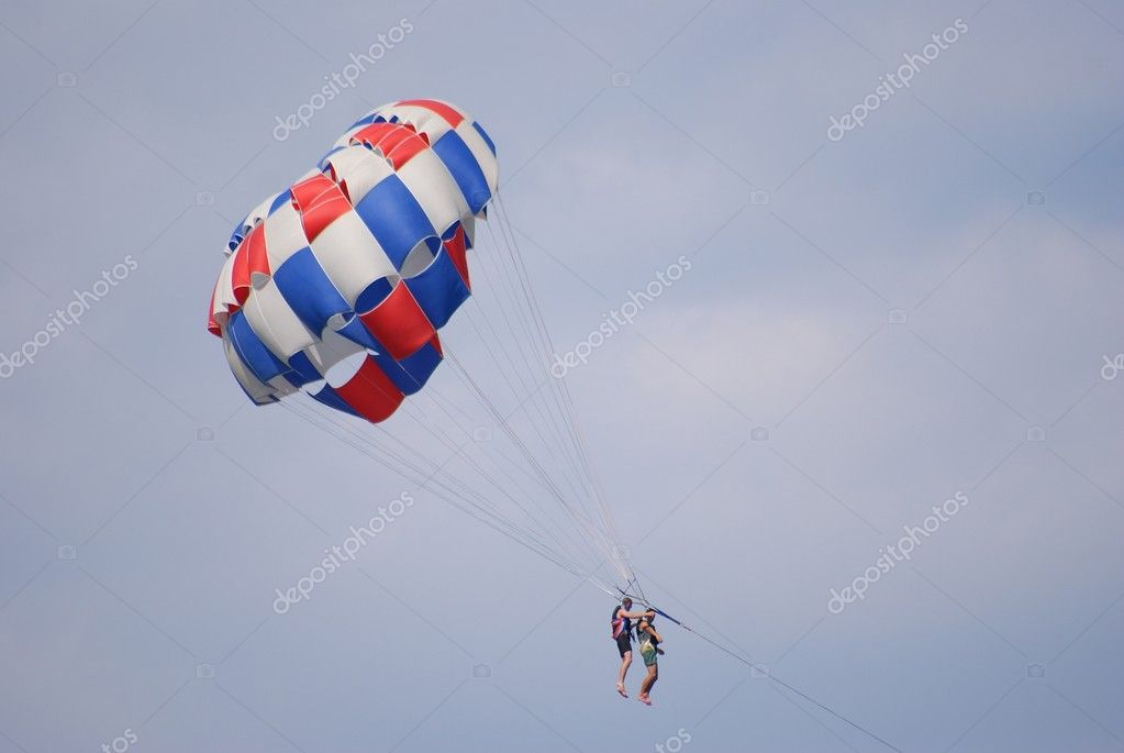 This is parachuting under a blue sky — Foto de Stock   #2393289