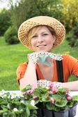 Jovem mulher - jardinagem — Foto Stock