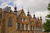 Casa de estilo flamengo, com pequenas torres — Foto Stock