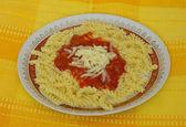 Macarrão com queijo e catchup — Foto Stock