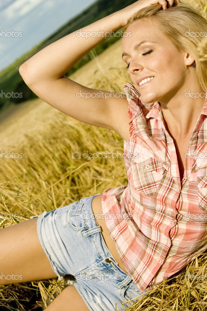 Beautiful country girl  Foto de Stock   #2470464
