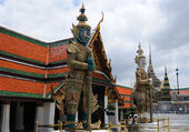 Guardian in grand palace in Bangkok — Stock Photo