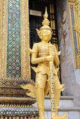 Statue in grand palace Bangkok — Stock Photo