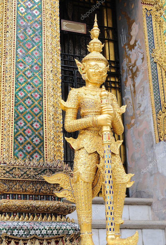 Statue in grand palace Bangkok — Stock Photo © palolilo ...