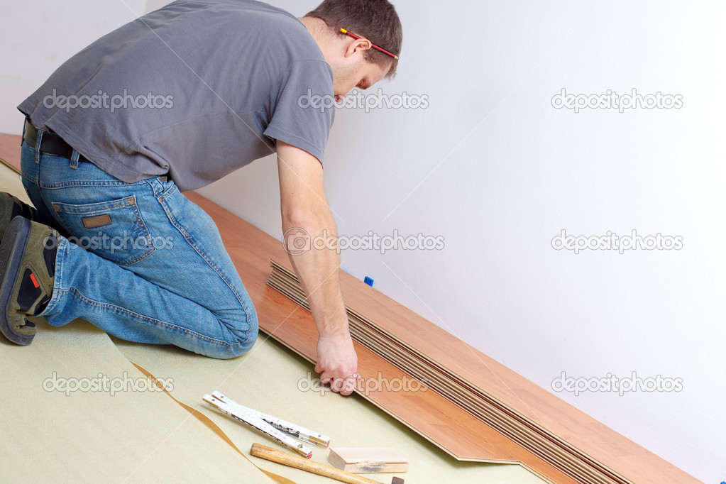 Carpenter laying laminate floor — Stock Photo #2277280