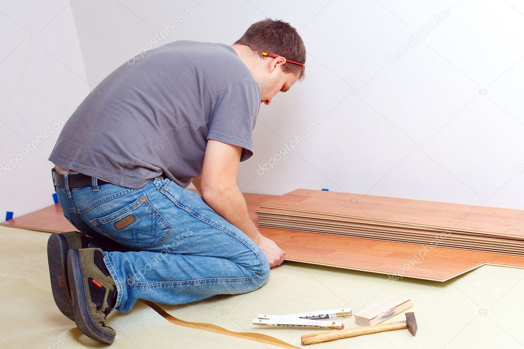 Carpenter laying laminate floor — Stock Photo #2277329