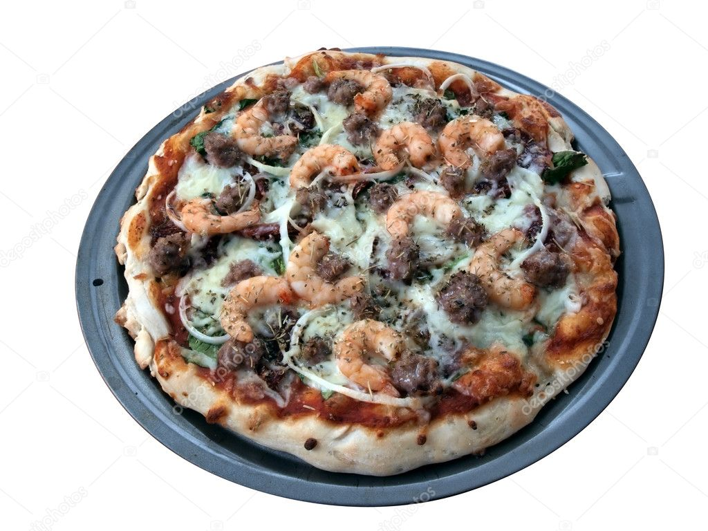 A fresh baked shrimp, sausage, spinach and onion pizza in pan ready to serve and eat isolated on a white background — Stock Photo #2266252