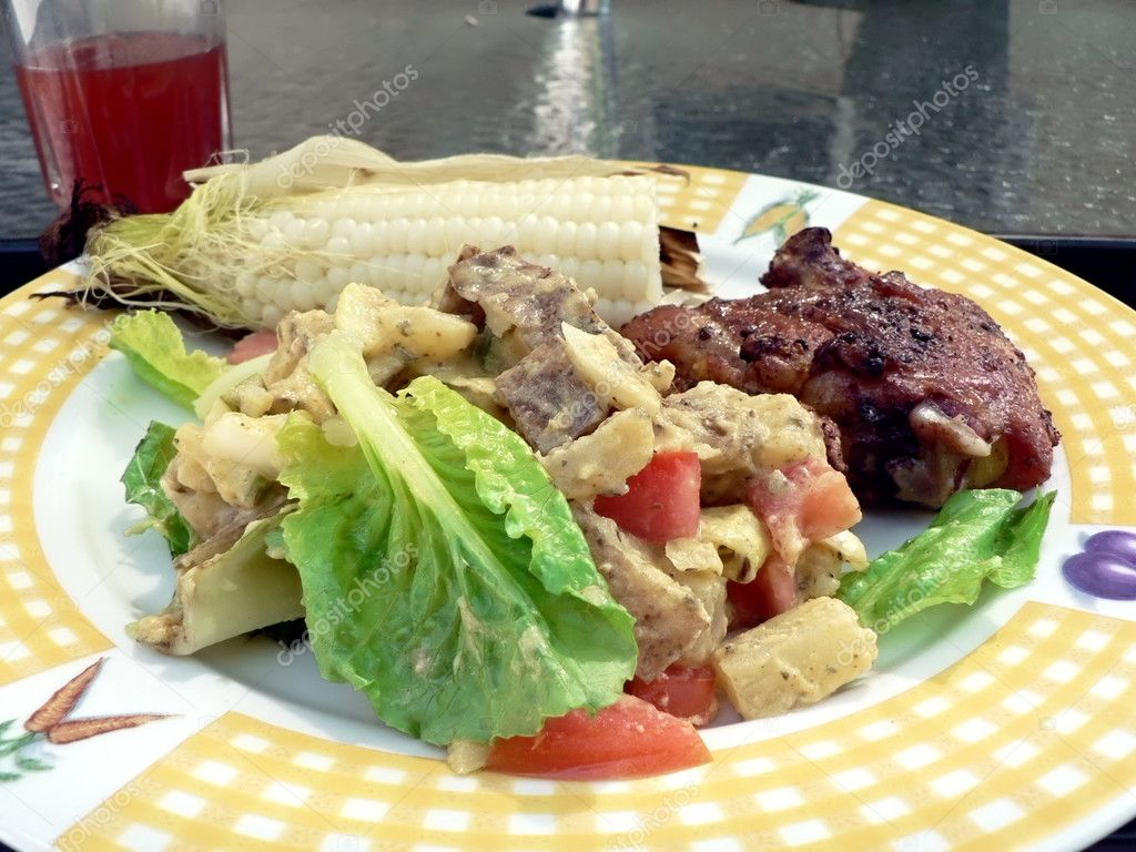 Meal of grilled chicken, potato salad and corn on the cobb — Stock Photo #2267595
