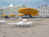 Umbrellas and lounge chairs at VA Beach — Stock Photo